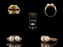 Antique 18ct Gold Twin Pearl & Diamond Ring